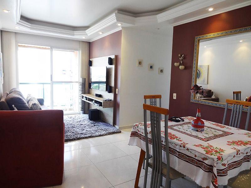 Ipiranga, Apartamento Padrão-Sala em L com piso de porcelanato, teto com sanca de gesso, iluminação embutida e acesso a varanda.