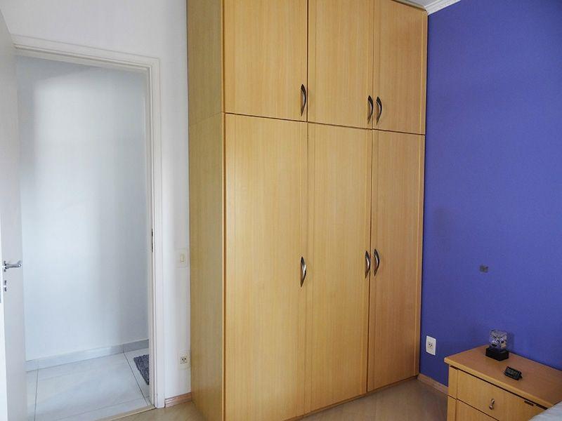 Ipiranga, Apartamento Padrão-Suíte com piso laminado, teto com moldura de gesso e armários planejados.
