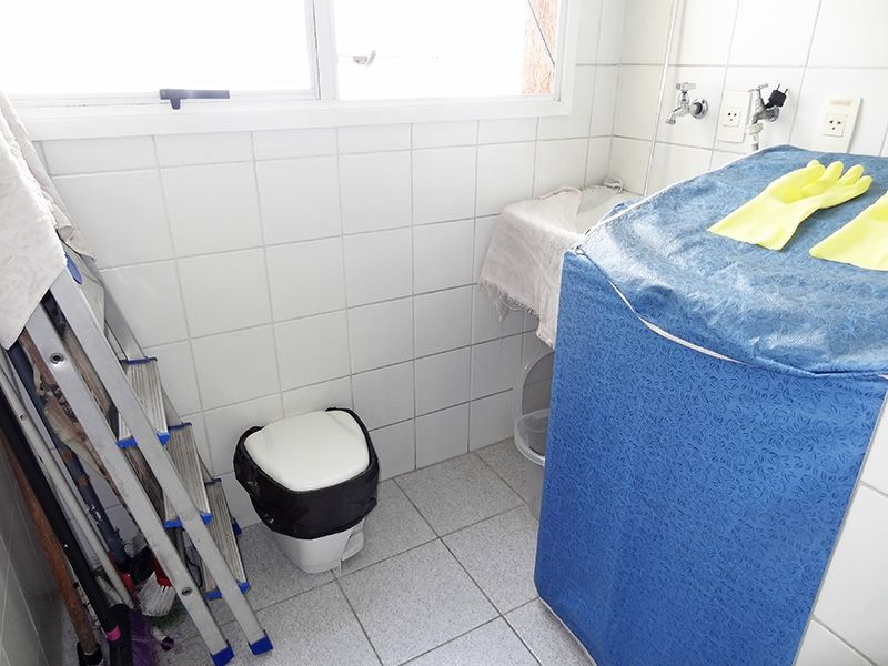 Ipiranga, Apartamento Padrão-Área de serviço com piso de gesso.