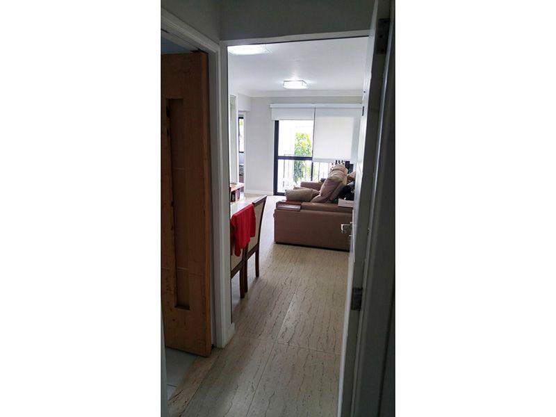 Ipiranga, Apartamento Padrão - Sala retangular com piso de cerâmica, teto com moldura de gesso e acesso a varanda. Varanda com piso de cerâmica.