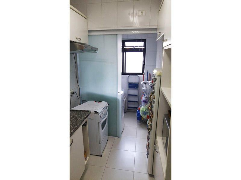 Ipiranga, Apartamento Padrão-Cozinha com piso de cerâmica, pia de granito com gabinete e armários planejados.