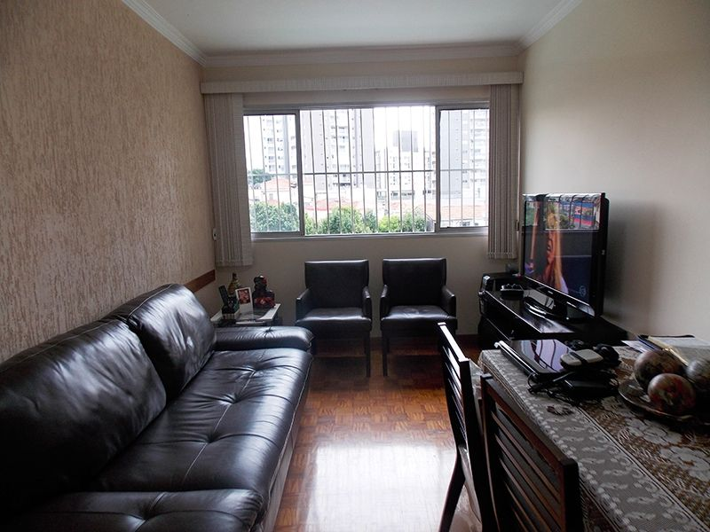 Jabaquara, Apartamento Padrão - Sala retangular com piso de madeira e teto com moldura de gesso.