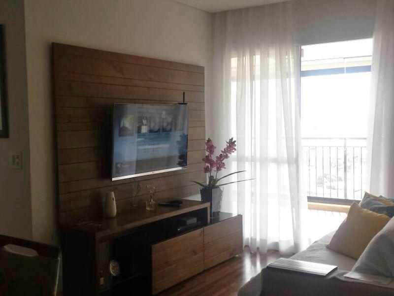 Sacomã, Apartamento Padrão-Sala em L com piso de porcelanato e acesso à varanda.