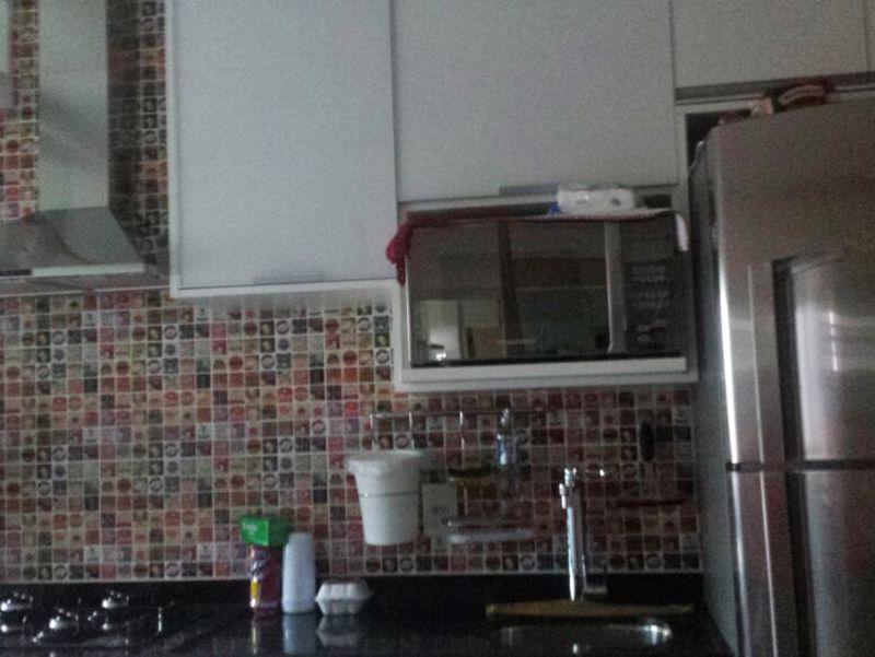Sacomã, Apartamento Padrão-Cozinha com piso de cerâmica, pia de granito com gabinete e armários.