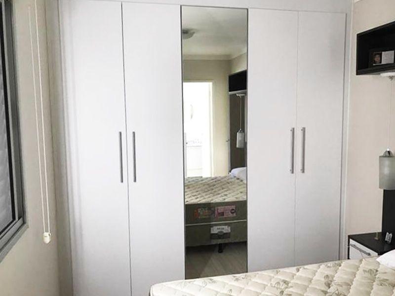 Sacomã, Apartamento Padrão-Suíte com piso laminado e armário embutido.