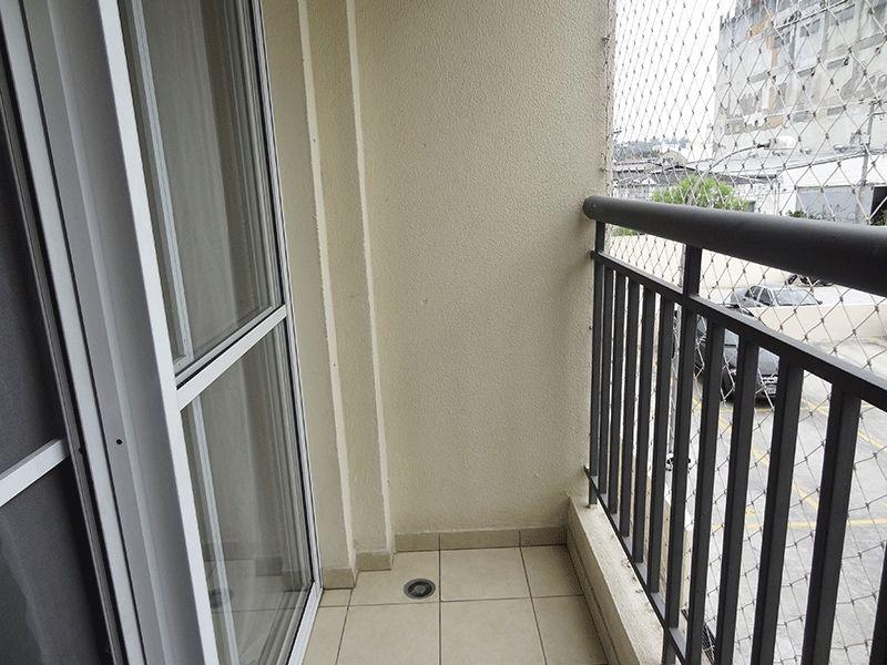 Ipiranga, Apartamento Padrão-Varanda com piso de cerâmica, teto de madeira e tela de proteção.