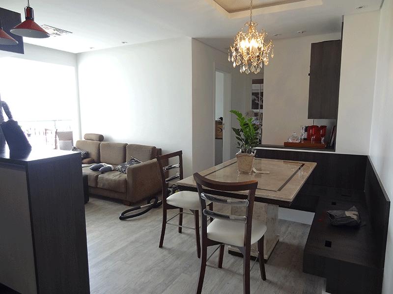 Ipiranga, Apartamento Padrão - Sala em L com piso laminado, teto rebaixado, iluminação embutida e acesso a varanda.