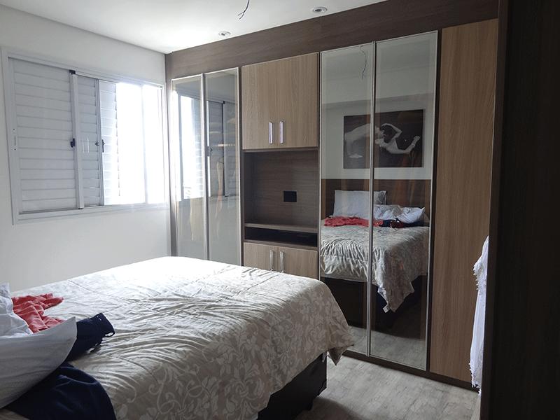 Ipiranga, Apartamento Padrão-Suíte com piso laminado, iluminação embutida e armários planejados.