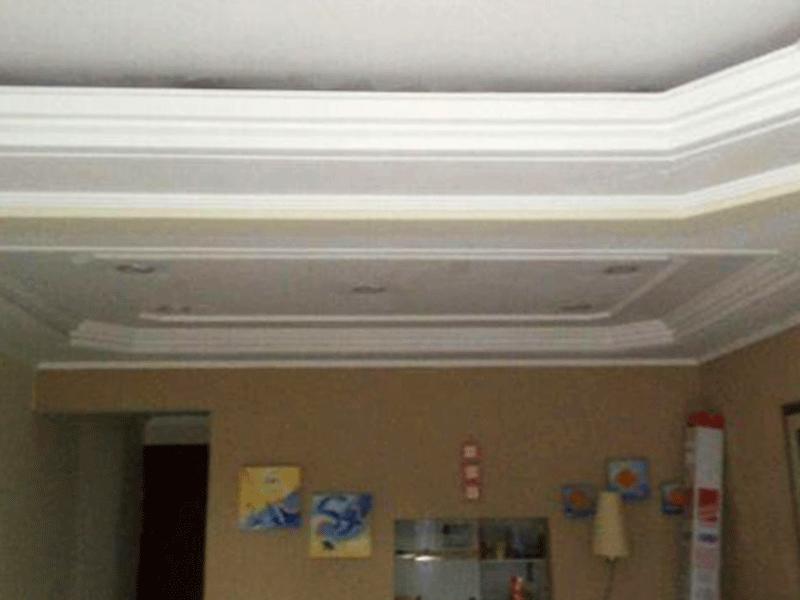 Sacomã, Apartamento Padrão-Teto com sanca de gesso e iluminação embutida.