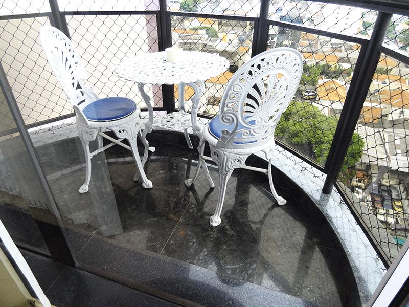 Ipiranga, Apartamento Padrão-Sacada com piso de granito e tela de proteção.