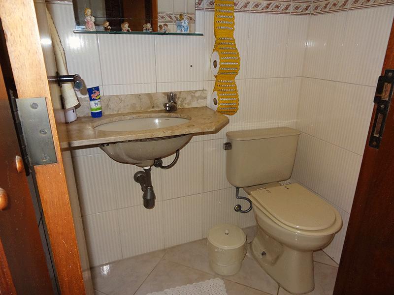 Ipiranga, Apartamento Padrão-Lavabo com piso de cerâmica e pia de mármore.