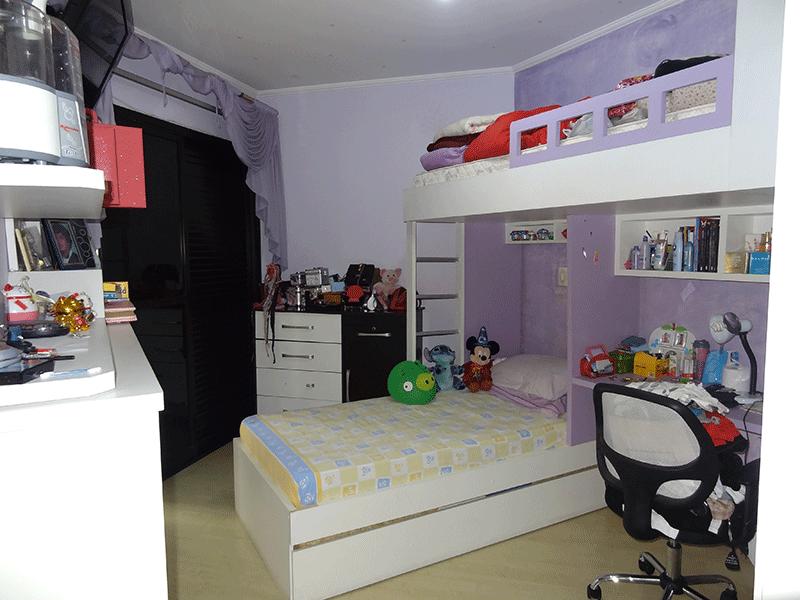 Ipiranga, Apartamento Padrão-Suíte com piso laminado, armários planejados e sacada.