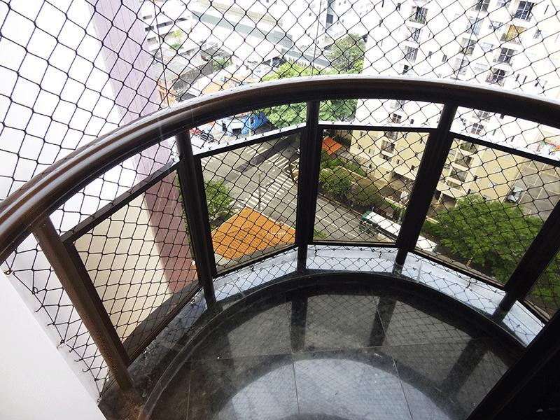 Ipiranga, Apartamento Padrão-Sacada do segundo dormitório com piso de granito e tela de proteção.