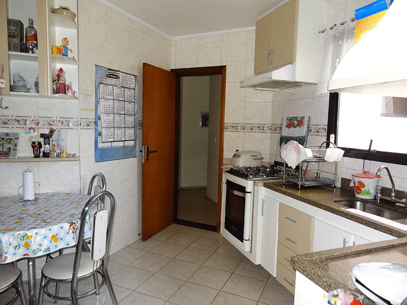 Ipiranga, Apartamento Padrão-Cozinha com piso de cerâmica, teto com moldura de gesso,  pia de granito com gabinete e armários planejados.