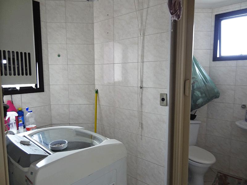 Ipiranga, Apartamento Padrão-Área de serviço com piso de cerâmica e aquecedor de passagem.