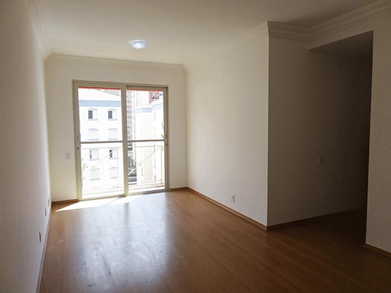 Sacomã, Apartamento Padrão - Sala retangular, com piso laminado e acesso para varanda.
