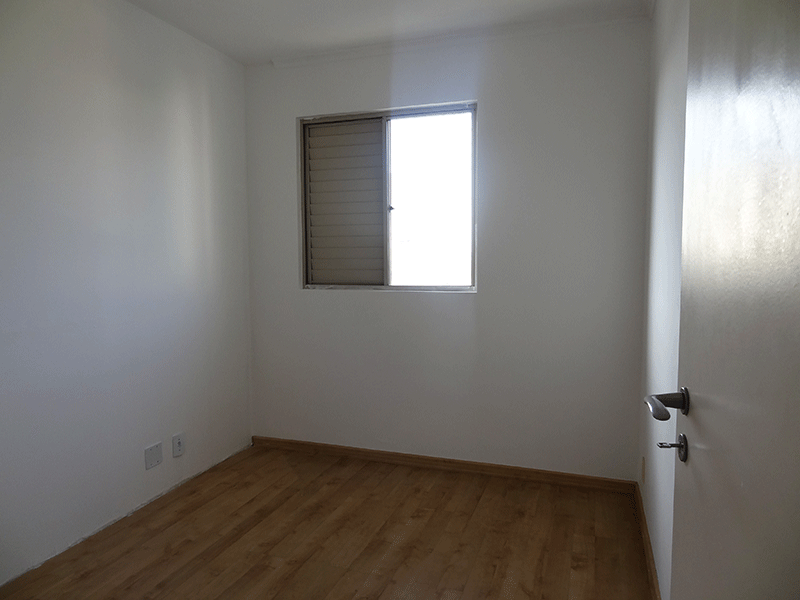 Jabaquara, Apartamento Padrão-Primeiro dormitório com piso laminado e teto com moldura de gesso.