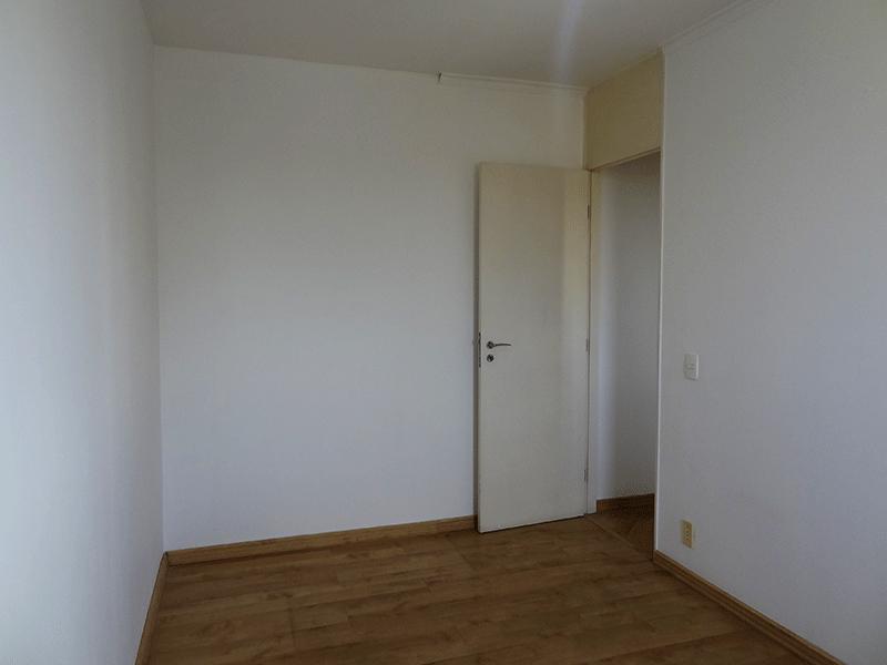 Jabaquara, Apartamento Padrão-Segundo dormitório com piso laminado e teto com moldura de gesso.
