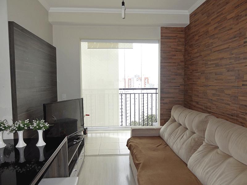 Sacomã, Apartamento Padrão - Sala retangular com piso laminado, teto com moldura de gesso e acesso à varanda.