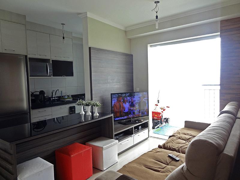 Sacomã, Apartamento Padrão-Sala retangular com piso laminado, teto com moldura de gesso e acesso à varanda.