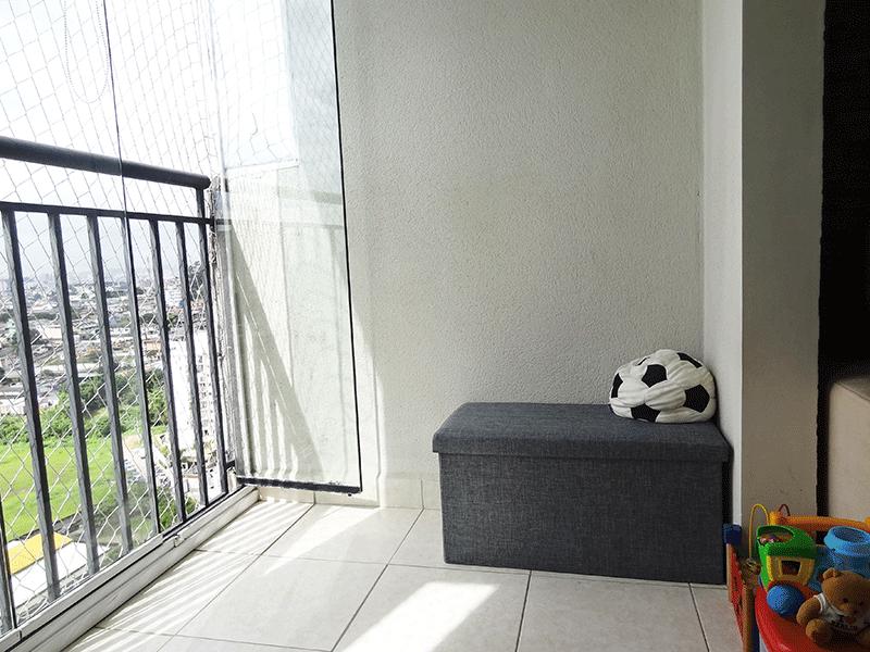 Sacomã, Apartamento Padrão-Varanda com piso de cerâmica, envidraçada e tela de proteção.