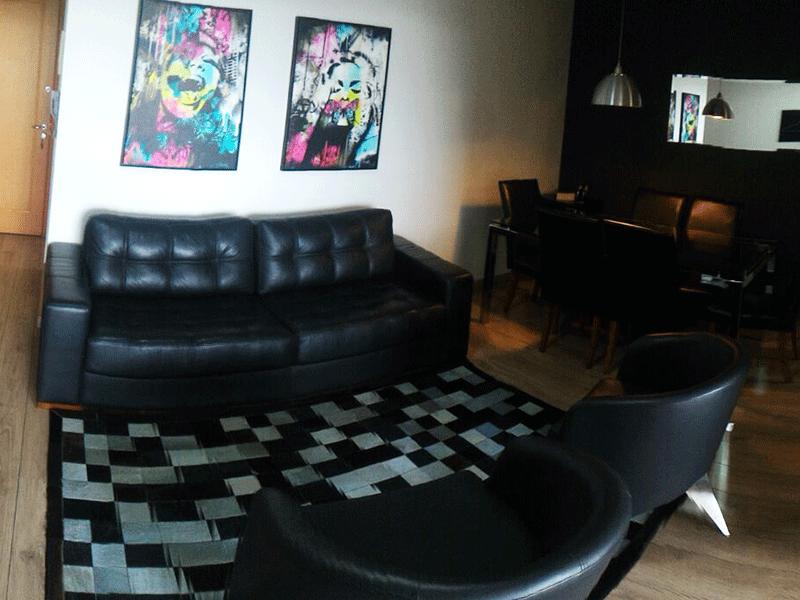 Jabaquara, Apartamento Padrão - Sala em L com dois ambientes, piso laminado e acesso a varanda.