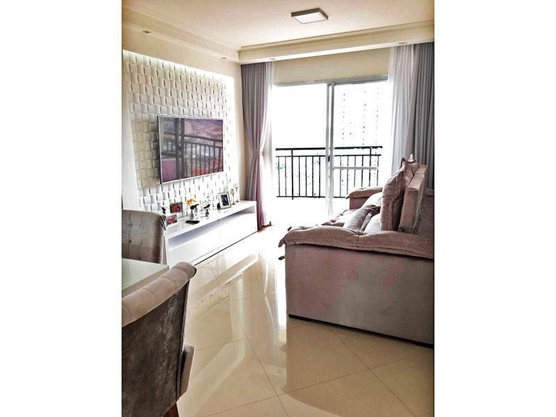 Sacomã, Apartamento Padrão - Sala em L com piso de porcelanato, teto com sanca de gesso, iluminação embutida e acesso à sacada.