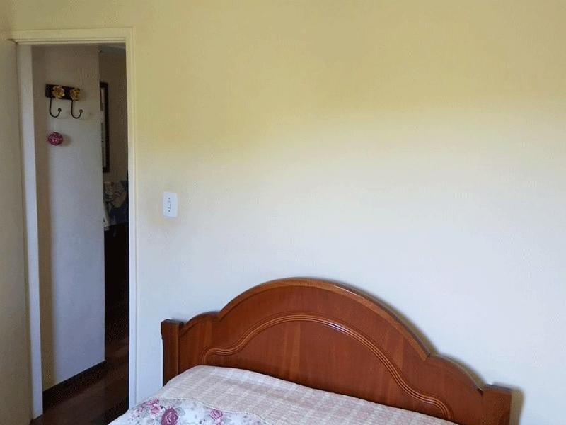 Jabaquara, Apartamento Padrão-2º dormitório com piso de madeira e teto com moldura de gesso.