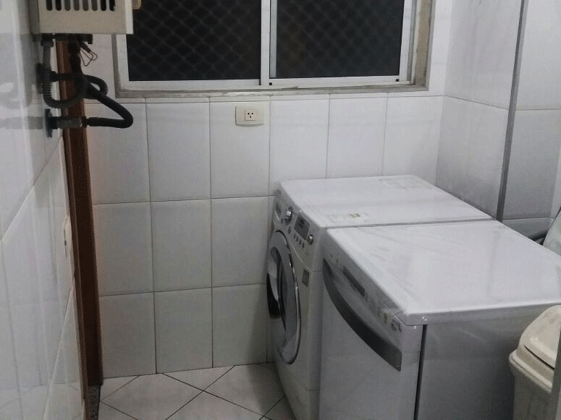 Ipiranga, Apartamento Padrão-Área de serviço com piso de cerâmica, aquecedor de passagem e divisória da cozinha em alumínio.