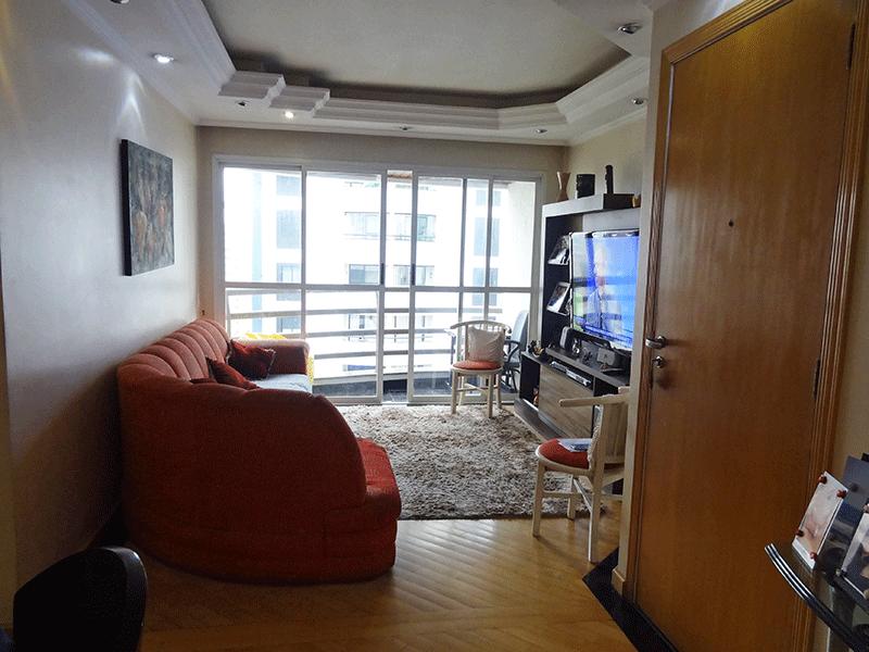 Ipiranga, Apartamento Padrão-Sala em L com piso de madeira, teto com sanca de gesso, iluminação embutida e acesso à sacada.