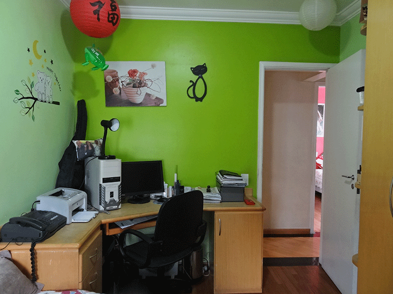 Ipiranga, Apartamento Padrão-3º dormitório com piso de madeira, teto com moldura de gesso e armários planejados.