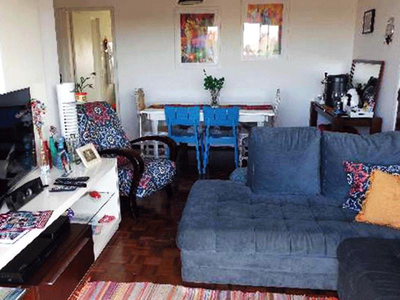 Ipiranga, Apartamento Padrão-Sala em L dois ambientes, piso de taquinho e acesso a varanda.
