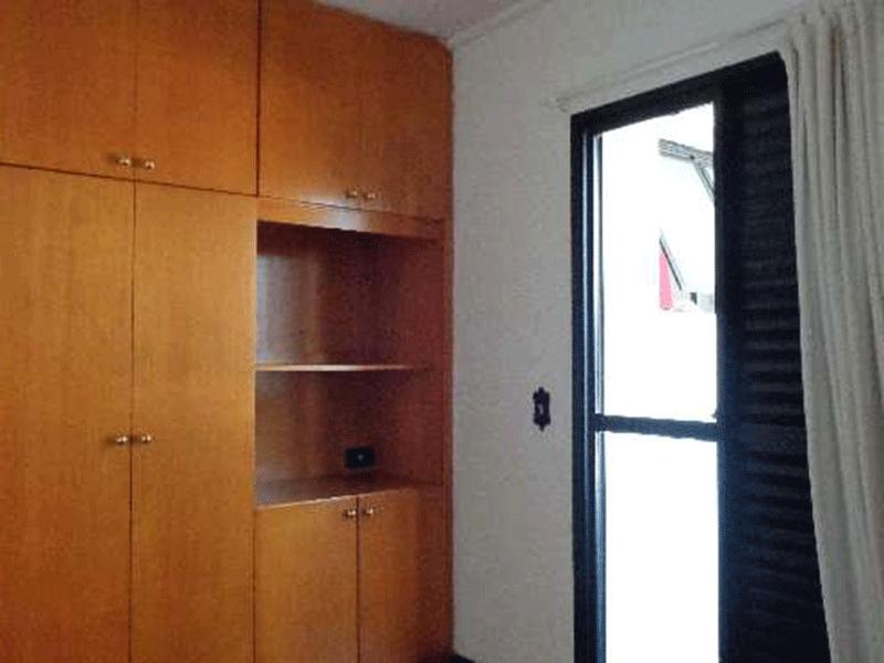 Ipiranga, Apartamento Padrão-Segundo dormitório com piso de taquinho e armário embutido.