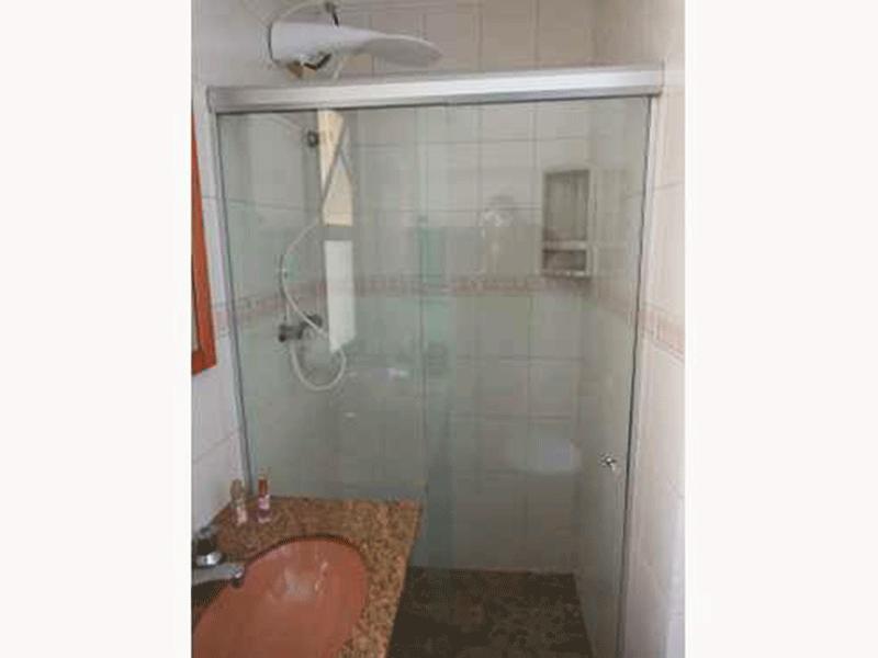 Ipiranga, Apartamento Padrão-Banheiro de serviço com piso de granito, pia de granito e box de vidro.