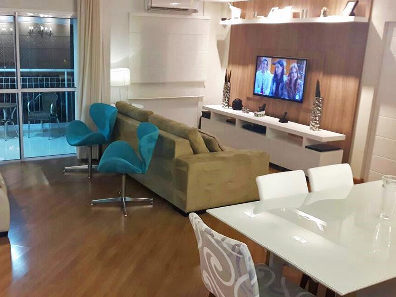 Cursino, Apartamento Padrão - Sala retangular com piso de porcelanato, teto rebaixado com iluminação embutida e acesso à varanda.