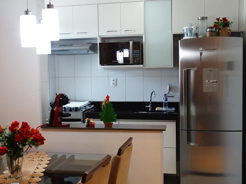 Sacomã, Apartamento Padrão - Cozinha americana com piso de cerâmica, teto com moldura, pia de granito com gabinete e armários planejados.