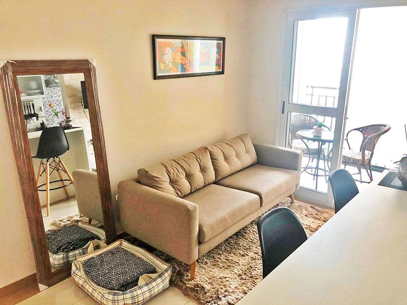 Sacomã, Apartamento Padrão - Sala com piso de porcelanato e acesso a varanda.