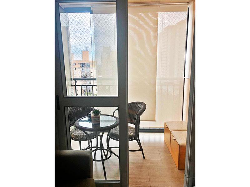 Sacomã, Apartamento Padrão-Varanda com piso de cerâmica e fechamento de vidro.