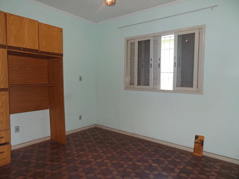 Ipiranga, Casa Térrea-2º dormitório com piso de cerâmica e teto de PVC.