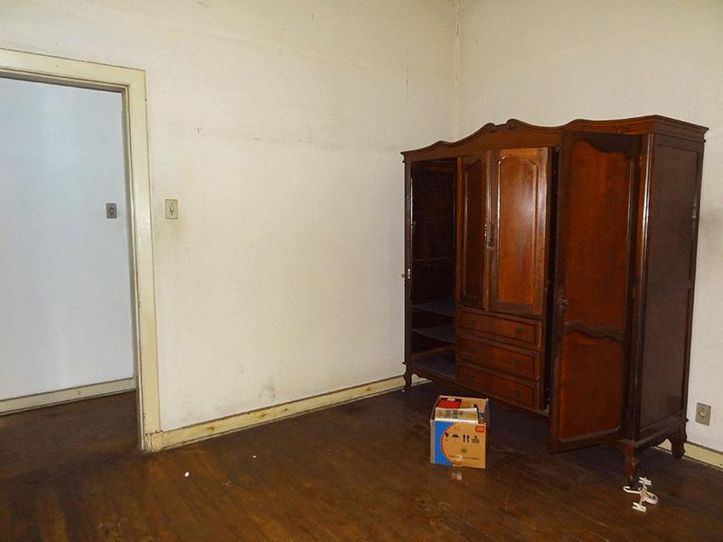 Ipiranga, Casa Térrea-3º  dormitórios com piso de madeira.