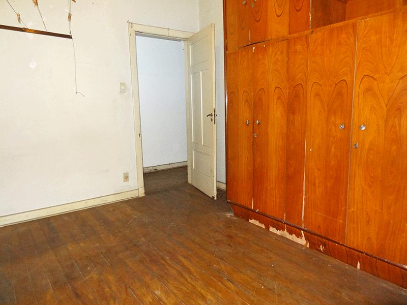 Ipiranga, Casa Térrea-4º  dormitórios com piso de madeira.