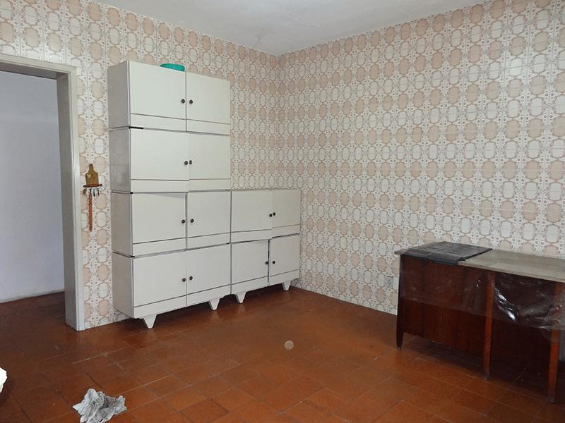 Ipiranga, Casa Térrea-Cozinha com piso de cerâmica e armários prontos.