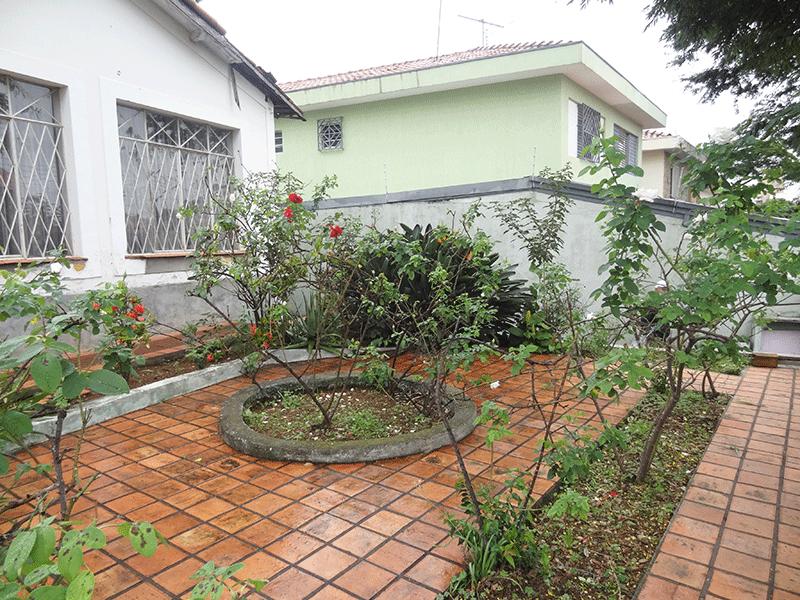 Ipiranga, Casa Térrea-Aréa ajardinada com piso de cerâmica.