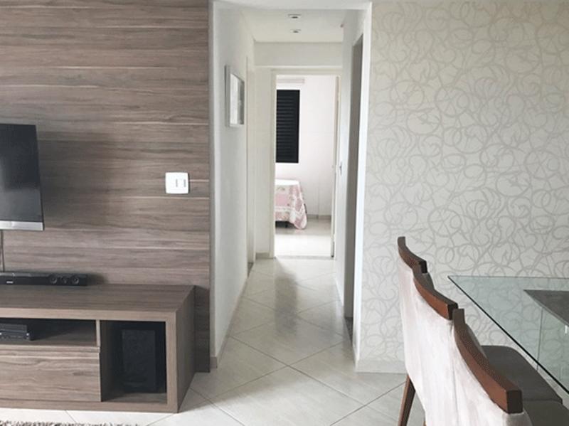 Sacomã, Apartamento Padrão-Sala retangular com piso de porcelanato, teto rebaixado com sanca, iluminação embutida e acesso à varanda.