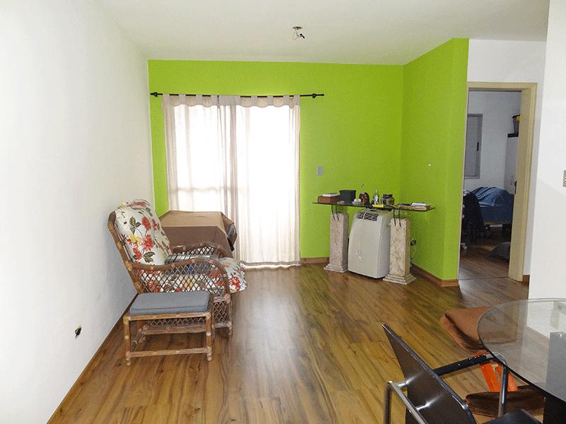 Jabaquara, Apartamento Padrão-Sala retangular com piso de laminado e acesso à varanda.
