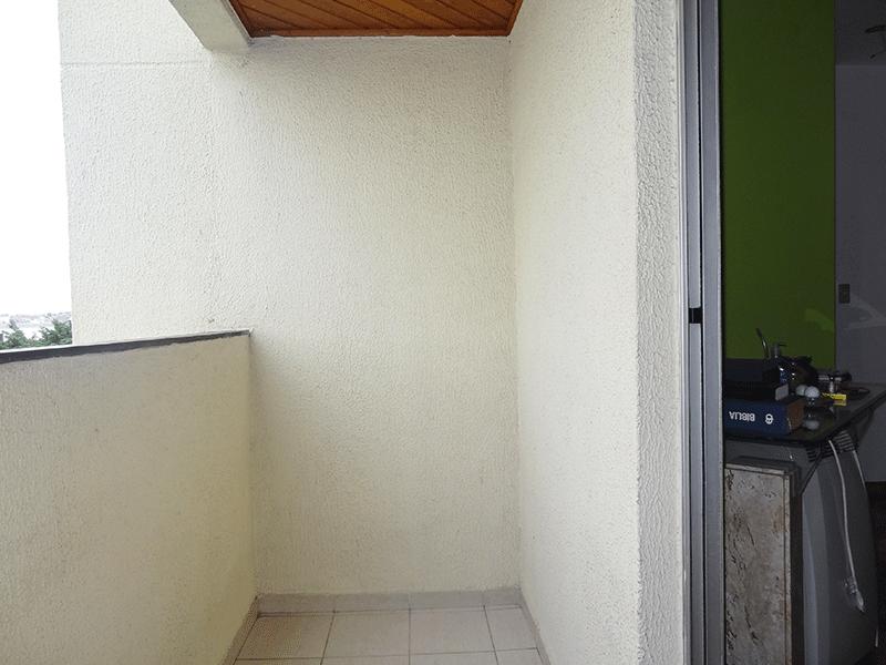 Jabaquara, Apartamento Padrão-Varanda com piso de cerâmica e teto de madeira.
