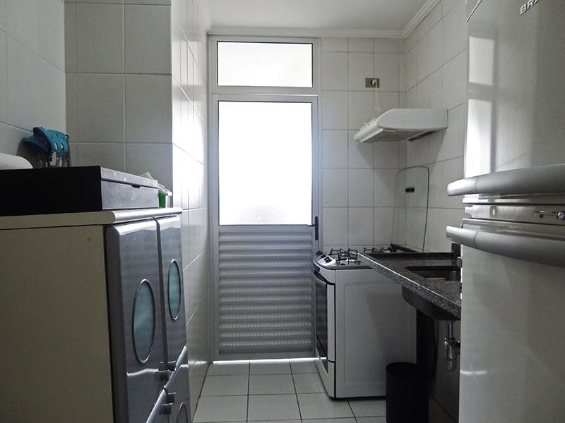 Jabaquara, Apartamento Padrão-Cozinha com piso de cerâmica, teto com moldura de gesso e pia de granito com gabinete.