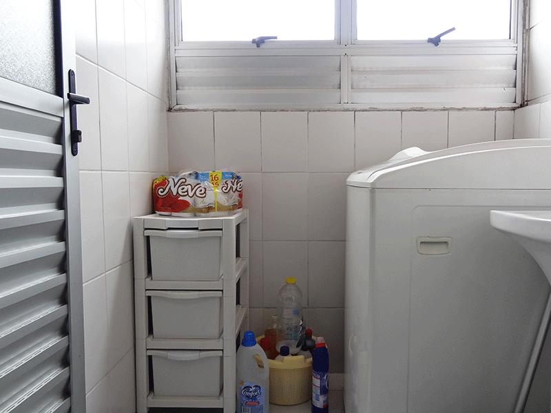 Jabaquara, Apartamento Padrão-Área de serviço com piso de cerâmica, teto com moldura de gesso e divisória de alumínio.