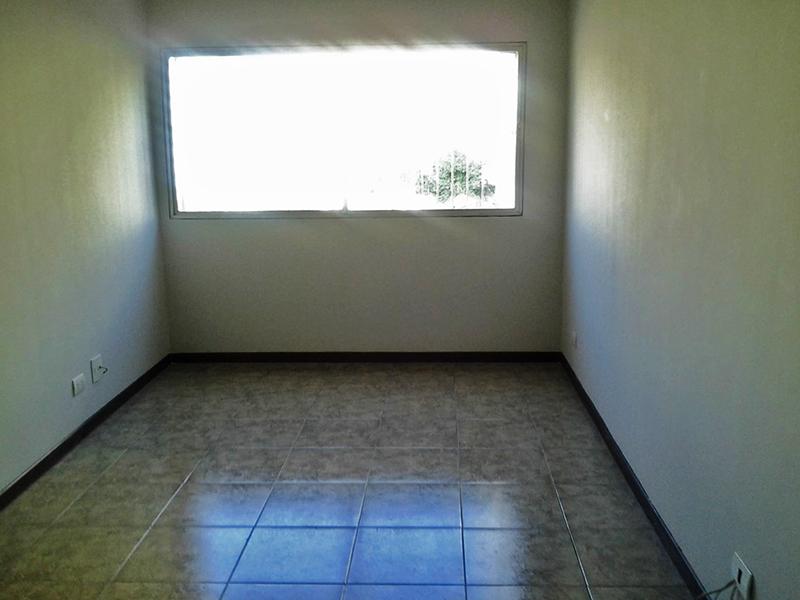 Jabaquara, Apartamento Padrão - Sala retangular com piso de cerâmica e teto com moldura de gesso.
