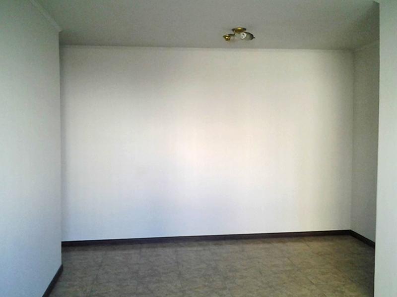 Jabaquara, Apartamento Padrão-Sala retangular com piso de cerâmica e teto com moldura de gesso.